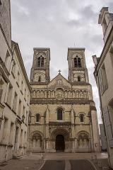 Église Saint-Jacques - Español: Fachada de la iglesia de Saint-Jacques de Châtellerault