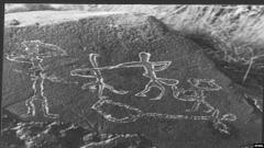 Maison et atelier du sculpteur Joseph Bernard - Magyar: 1986-ban talált, táncosokat és dombrát ábrázoló kb. 6000 éves sziklarajz – Kazahsztán, Almati régió, Maıtóbe nyári szállás