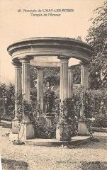Roseraie du conseil général du Val-de-Marne, ancienne roseraie Gravereaux - Français:   Temple de l\'Amour de la roseraie de L\'Haÿ-les-Roses. Carte postale ancienne.