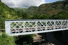 Infrastructures ferroviaires - Français:   Vue d\'un pont ferroviaire sur la Ravine de la Grande Chaloupe, à La Réunion.