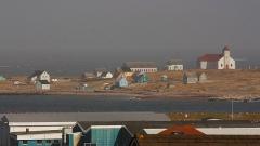 Eglise Notre-Dame-des-Marins, située sur l'Ile-aux-Marins - English: Typical houses and church at Ile aux Marins- Saint Pierre et Miquelon