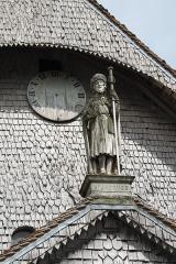 Eglise - Deutsch: Katholische Kirche Saint-Jacques-et-Saint-Philippe in Lentilles im Département Aube (Champagne-Ardenne/Frankreich), Eingangsfassade mit Skulptur des Apostels Jakobus des Älteren aus dem 16. Jahrhundert.