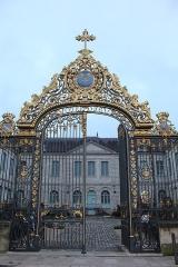 Hôtel-Dieu - Français:   Portail de l\'Hôtel-Dieu de Troyes.