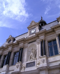Hôtel de ville - English: Troyes town hall. Statue of Marianne with the national motto: