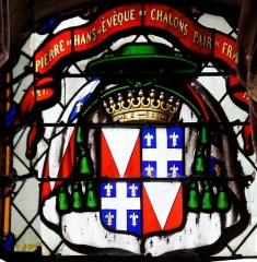 Eglise Notre-Dame-du-Soldat - Français:   Vitrail de l\'église de Hans, Pierre de Hans 61e évêque de Châlons.