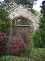 Abbaye - Abbaye Saint-Pierre d'Hautvillers (Marne, France): portail sud, chemin du Moulin / route de Cumières
