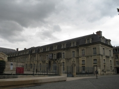 Ancien archevêché, actuellement Palais du Tau - This building is indexed in the Base Mérimée, a database of architectural heritage maintained by the French Ministry of Culture, under the reference PA00078774 .