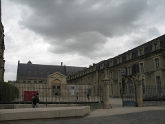 Ancien archevêché, actuellement Palais du Tau - This building is indexed in the Base Mérimée, a database of architectural heritage maintained by the French Ministry of Culture,under the reference PA00078774 .
