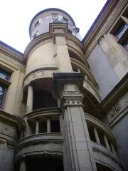 Maison natale de Jean-Baptiste de la Salle - Français:   Hôtel Jean-Baptiste de La Salle à Reims (Marne, France), escalier extérieur sur la cour