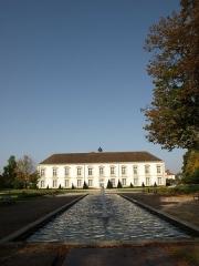 Couvent des Récollets -  Vitry-le-François (51300 - FRANCE): photographies  Vitry-le-François (51300 - FRANCE): Hôtel de ville (vue du parc et bassin)