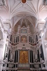 Collège - Français:   Chapelle des Jésuites à Chaumont, vue du retable de Claude COllignon, haut relief de J-B Bouchardon, martyr de Mammès, copie de Ménissier.