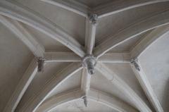Eglise - Deutsch: Kirche Saint-Étienne in Vignory im Département Haute-Marne (Champagne-Ardenne/Frankreich), Schlusssteine