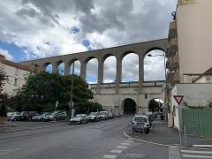 Aqueduc des Eaux de Rungis (également sur communes de Rungis, Fresnes, L'Hay-les-Roses, Arcueil, Gentilly et Paris 14) - Français:   Aqueduc Médicis, Arcueil.