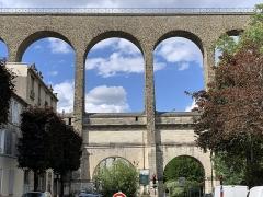 Aqueduc des Eaux de Rungis (également sur communes de Rungis, Fresnes, L'Hay-les-Roses, Arcueil, Gentilly et Paris 14) - Français:   Aqueduc Médicis, Cachan.