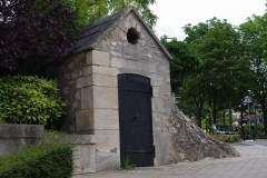 Aqueduc des Eaux de Rungis (également sur communes de Rungis, Fresnes, L'Hay-les-Roses, Arcueil, Gentilly et Paris 14) - Français:   Regard de la Pirouette, Rungis.