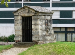Aqueduc des Eaux de Rungis (également sur communes de Rungis, Fresnes, L'Hay-les-Roses, Arcueil, Gentilly et Paris 14) -  Regard XXV de l'aqueduc Medicis