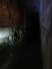 Aqueduc des Eaux de Rungis (également sur communes de Rungis, Fresnes, L'Hay-les-Roses, Arcueil, Gentilly et Paris 14) - Français:   Portion de la galerie carrée située avant le regard 1 de l\'aqueduc Médicis, à Rungis.