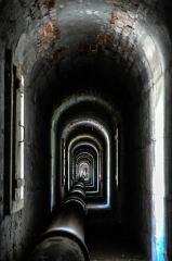 Aqueduc des Eaux de Rungis (également sur communes de Rungis, Fresnes, L'Hay-les-Roses, Cachan, Arcueil et Paris 14) - Français:   Vue intérieure du pont-aqueduc - Aqueduc Médicis