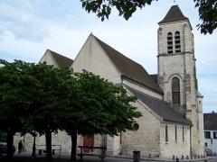Eglise Saint-Pierre-Saint-Paul - English: Vue de la face avant de l'Église saint-Pierre-et-saint-Paul d'Ivry-sur-Seine