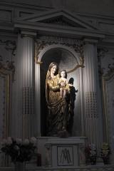 Eglise Saint-Cyr-Sainte-Julitte - Deutsch: Katholische Pfarrkirche Saint-Cyr-Sainte-Julitte in Villejuif im Département Val-de-Marne (Île-de-France/Frankreich), Seitenaltar, Skulptur Madonna mit Kind