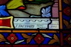 Eglise Saint-Georges - Deutsch: Bleiglasfenster in der Kirche Saint-Georges in Villeneuve-Saint-Georges im Département Val-de-Marne (Île-de-France), Darstellung: die Kirche Sacré-Cœur wird dem Herz Jeus geweiht, Signatur: F. HAUSSAIRE REIMS-PARIS 1905 (Ausschnitt)
