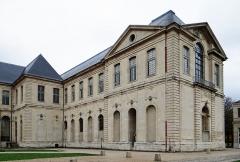 Ancienne abbaye Saint-Denis, actuellement maison d'éducation de la Légion d'Honneur - Français:   Abbaye de Saint-Denis - Ailes est et la jonction avec l\'aile sud, pavillon sud