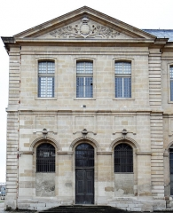 Ancienne abbaye Saint-Denis, actuellement maison d'éducation de la Légion d'Honneur - Français:   Abbaye de Saint-Denis - Aile Est - Façade est du pavillon sud