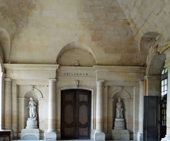 Ancienne abbaye Saint-Denis, actuellement maison d'éducation de la Légion d'Honneur - Français:   Abbaye de Saint-Denis - Aile est - Vestibule central - Accès à la chapelle