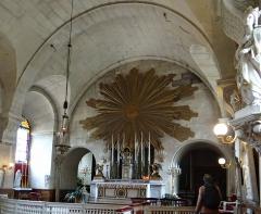 Ancienne abbaye Saint-Denis, actuellement maison d'éducation de la Légion d'Honneur - Français:   Abbaye - Aile est - Ancienne salle des gardes, actuelle chapelle