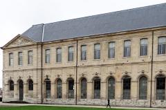 Ancienne abbaye Saint-Denis, actuellement maison d'éducation de la Légion d'Honneur - Français:   Abbaye de Saint-Denis - Aile est - Façade est - Vers le pavillon sud
