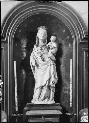 Eglise de Villeneuve-Saint-Martin - Deutsch: Skulptur madonna mit Kind in der Kirche in Notre-Dame-de-l'Assomption Villeneuve-Saint-Martin
