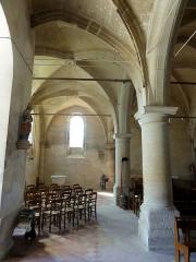 Eglise -  Intérieur de l'église (voir titre).