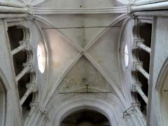 Eglise Notre-Dame -  Voûte de la première travée du choeur.