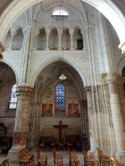 Eglise Notre-Dame -  Collatéral nord du choeur, vue par la première grande arcade.