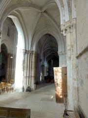 Eglise Notre-Dame -  Collatéral nord du choeur, vue vers l\'ouest.
