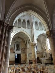 Eglise Notre-Dame -  Collatéral sud du choeur, vue par la première grande arcade.