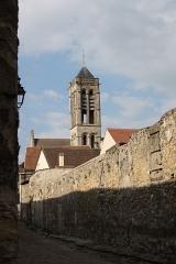 Eglise Saint-Justin et tour Saint-Rieul qui lui sert de clocher - Deutsch: Tour Saint-Rieul in Louvres