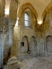 Eglise Saint-Justin et tour Saint-Rieul qui lui sert de clocher -  Supports de l'arc triomphal et choeur, côté nord.