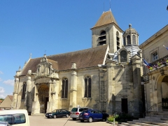 Eglise et chapelle funéraire - Français:   Vue depuis le sud.