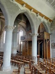 Eglise et chapelle funéraire - Français:   Bas-côté nord, première et deuxième travée.