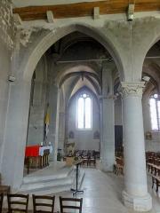 Eglise et chapelle funéraire - Français:   Bas-côté nord, vue par la quatrième grande arcade.