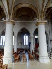 Eglise et chapelle funéraire - Français:   Intérieur de l\'église - voir titre.