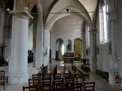Eglise et chapelle funéraire - Français:   Bas-côté sud, vue vers l\'est.