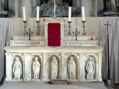 Eglise - Le maître-autel.