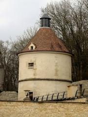 Domaine de Grouchy, actuellement Hôtel de ville - Le colombier au nord du château.