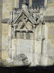 Eglise Saint-Pierre - Français:   Monument funéraire des familles Berthelot de Baye et de Girardin.
