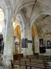 Eglise Saint-Clair - Français:   Grandes arcades du collatéral et du croisillon sud, qui sont homogènes.