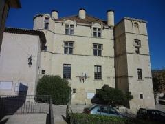 Château -  Façade sud du château de Château-Arnoux (qui abrite la mairie).