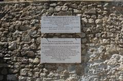 Couvent des Cordeliers (restes de l'ancien) - Français:   Plaques de présentation du Jardin des Senteurs et du Couvent des Cordeliers à Forcalquier.