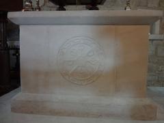 Couvent des Cordeliers (restes de l'ancien) -  Autel avec chrisme particulier.
